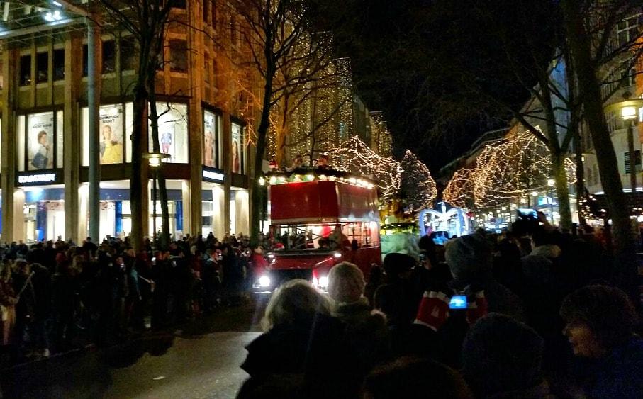 Weihnachtsparade Mönckebergstrasse Hamburg