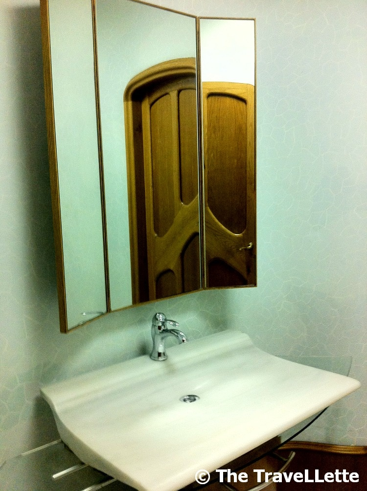 badezimmer casa batllo the travellette. Black Bedroom Furniture Sets. Home Design Ideas