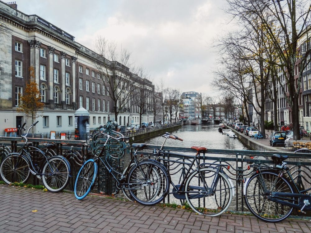 Amsterdam-Kanal-Fahrraeder